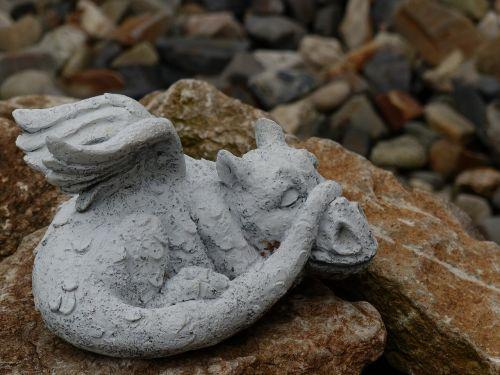 dragons stone gartendeko
