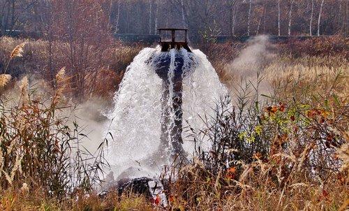 drains  water  underground