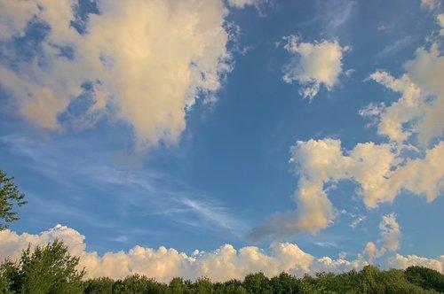 dramatic  sky  clouds