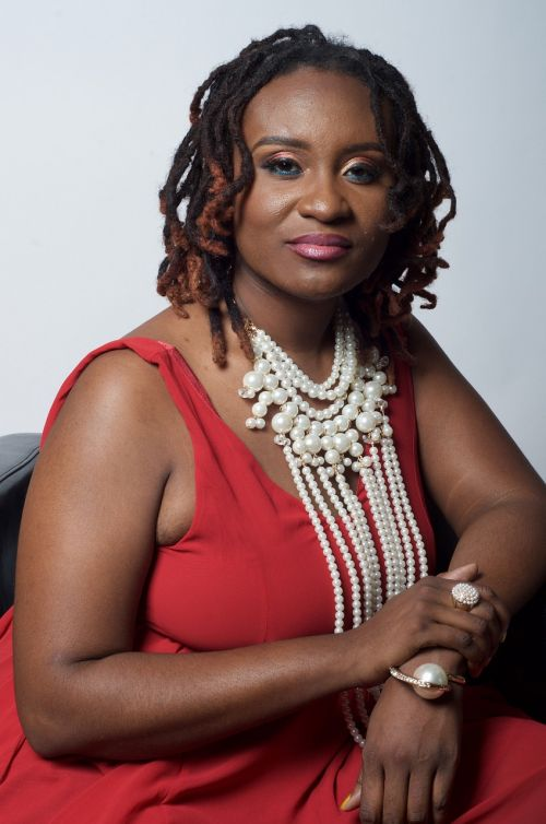 dreadlocs pearls black woman