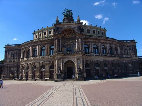 dresden semper opera house historically