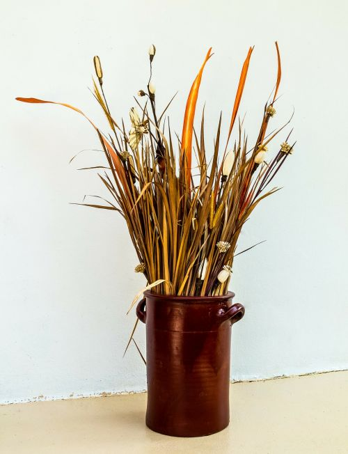 dried flowers bouquet clay pot