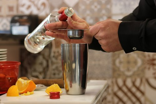 drink  mixing  alcohol