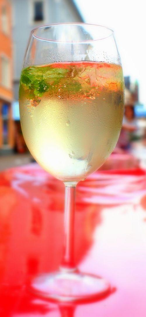 drink hugo iced