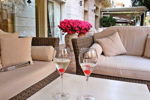 drinks happy hour tuscany