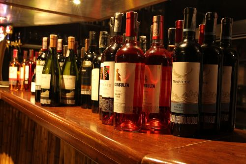 drinks drink wine