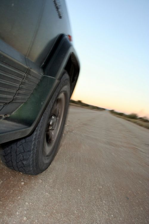 drive automobile dirt road