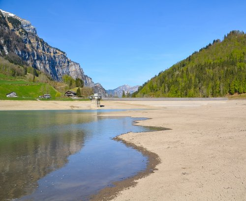 drought  lake klöntal  bergsee