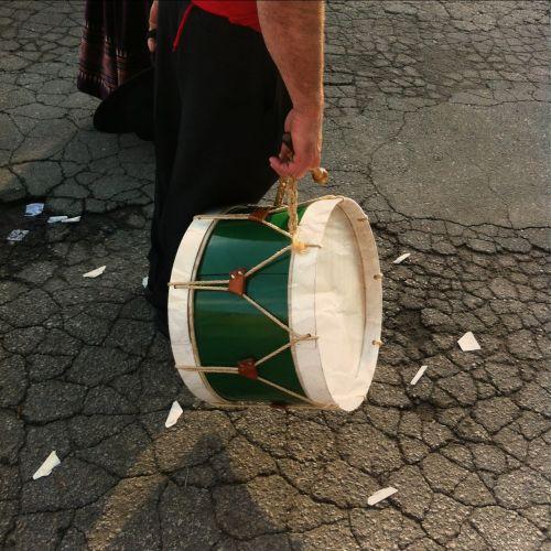 drum drummer cracked