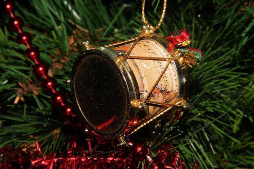 drum tannenbaumschmuk christmas