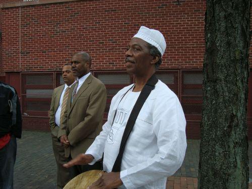 būgnininkas,Afrikos,vyras,būgnas,kultūra,muzikantas,juoda,ritmas,muzikinis,mušti,perkusija,žaisti,žaisti,gatvė,visuomenė,būgnai,instrumentas,djembe būgnas,atlikėjas,atlikti,atlikti,Patinas,asmuo,vaikinas,pramogos