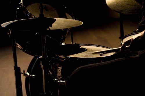drums live dancing