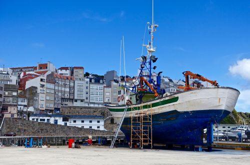 dry dock maintenance ship