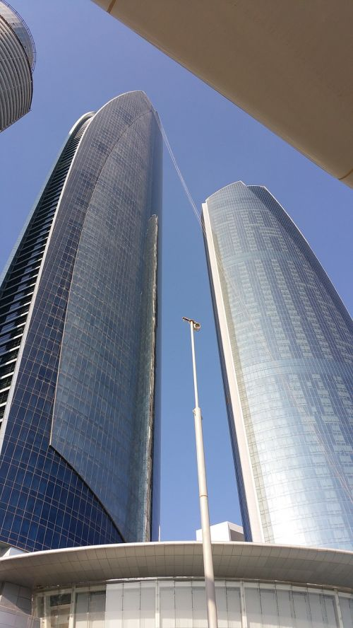 dubai building travelling