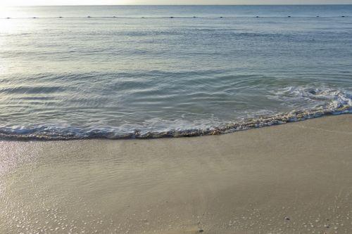 žemas & nbsp, potvynis, vandenynas, papludimys, & nbsp, žmonės, plokščias & nbsp, smėlis, & nbsp, bangos, balta & nbsp, naršyti, vakarienė paplūdimyje