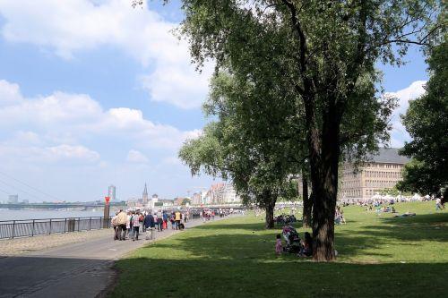 düsseldorf rhine promenade