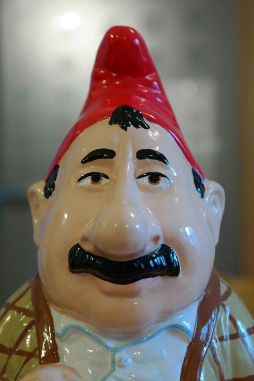 dwarf man human
