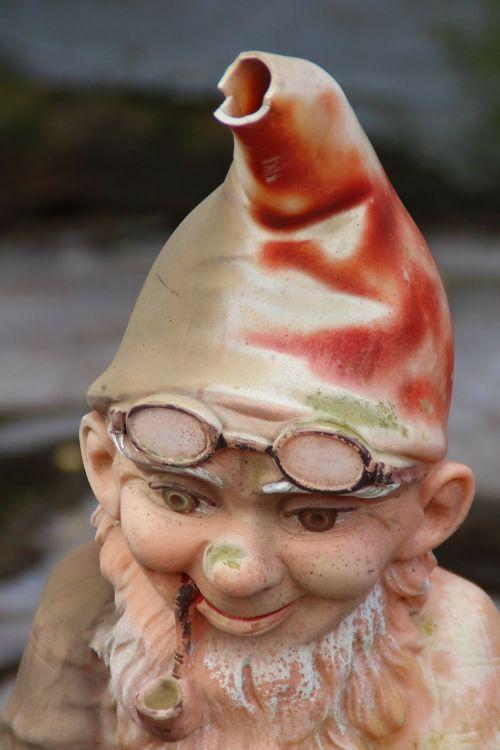 dwarf garden gnome broken