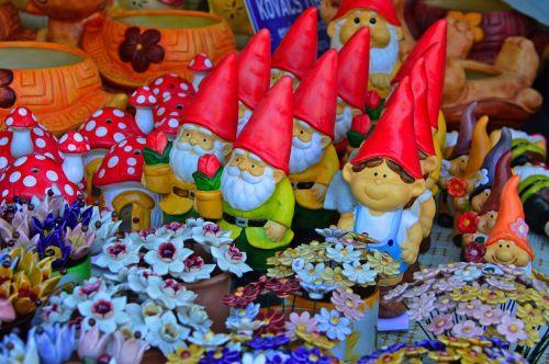 dwarves garden gnome color