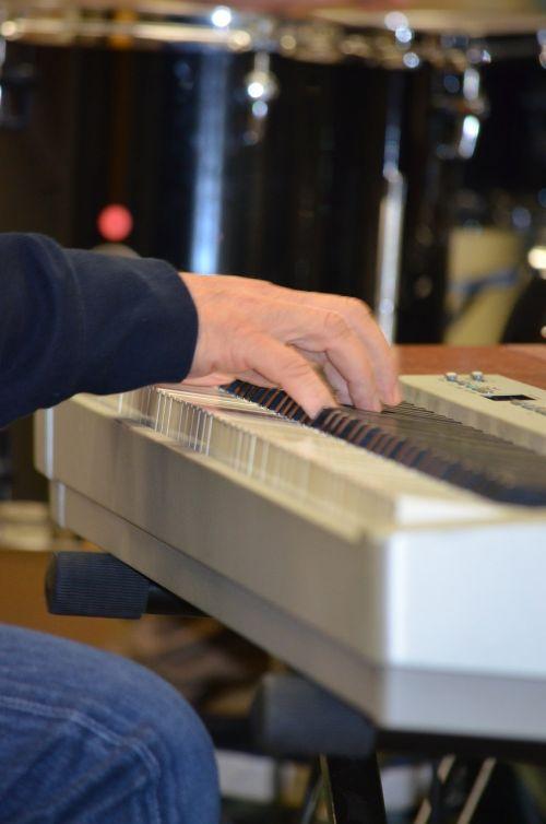 e-piano piano playing the piano