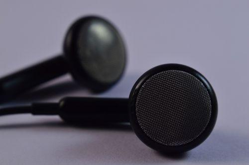 earbuds headphones audio