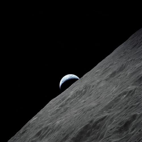 earth rise moon