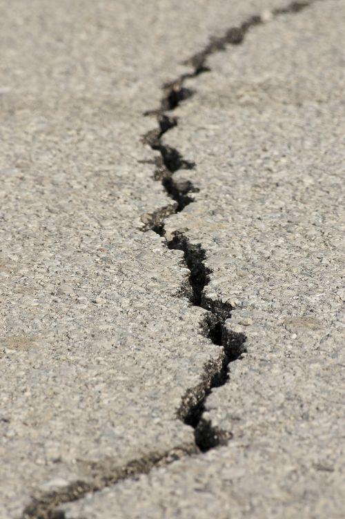 earthquake fracture asphalt