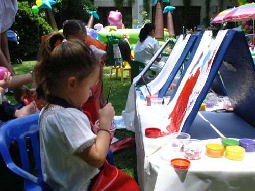 easels paint entertain children