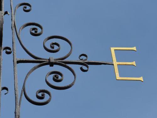 east e wind vane