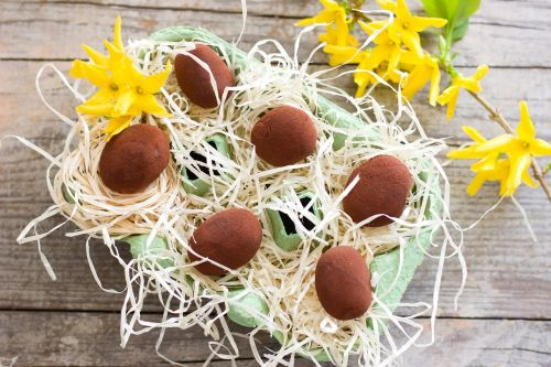 easter advocaat chocolates
