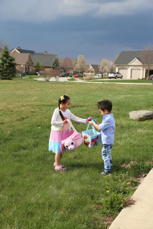 easter egg hunt siblings