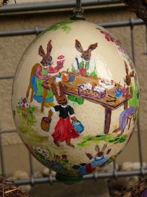 Velykinis kiaušinis,Velykos,dažyti,Velykų kiaušinių tapyba,Velykų kiaušiniai,kiaušinis,dažymas,menas,spalva,spalvinga,Velyku Triusis,Velykų zuikių šeima