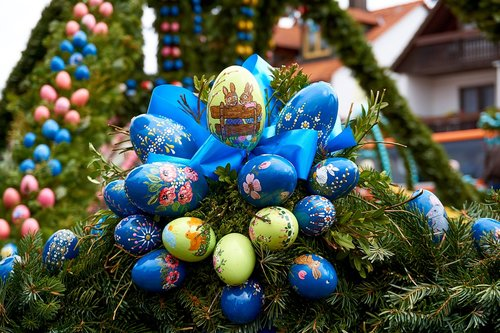 easter well  bieberbach  easter eggs