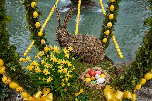 easter well  bieberbach  easter eggs