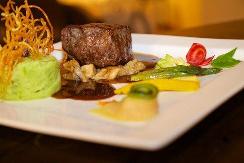 eat  gourmet  steak