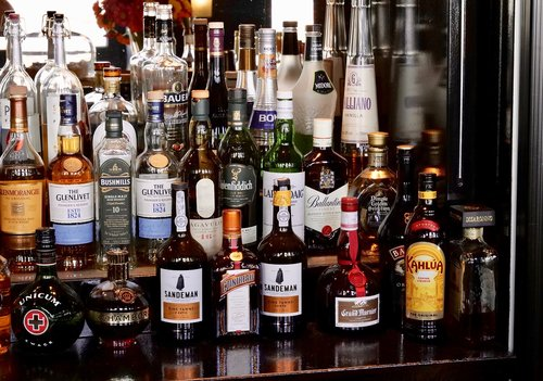 eat drink  bar  pub