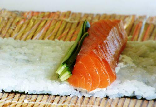 eating sushi food