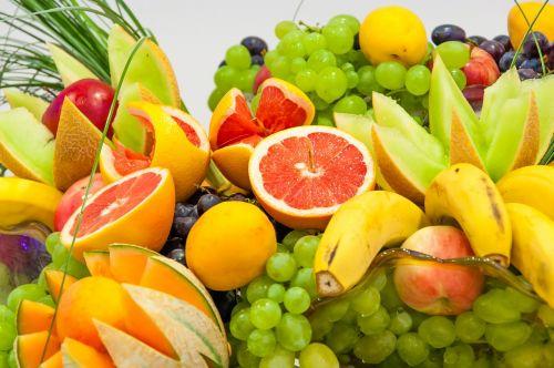 eating fruit citrus