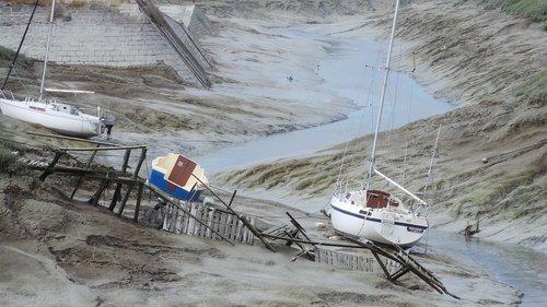 ebb  tide  boats