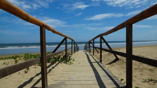 ecuador puerto lopez beach