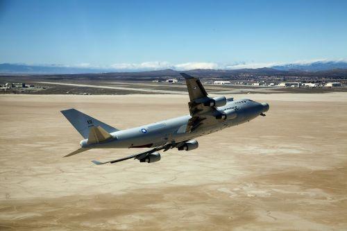 edwards afb,Kalifornija,lėktuvas,orlaivis,reaktyvinis,oro pajėgos,bazė,kalnai,kraštovaizdis,dykuma,gamta,lauke