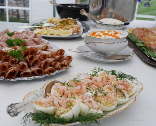Egg With Shrimps Into Mayonnaise