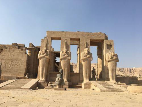 egypt pharaonic statues