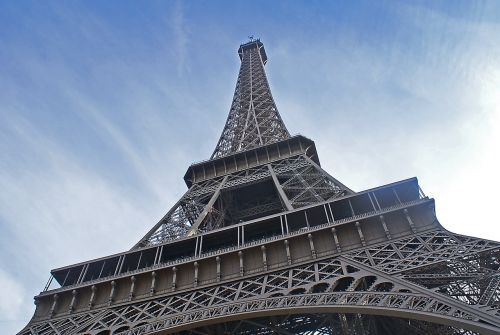 eiffel tower tower the centre of