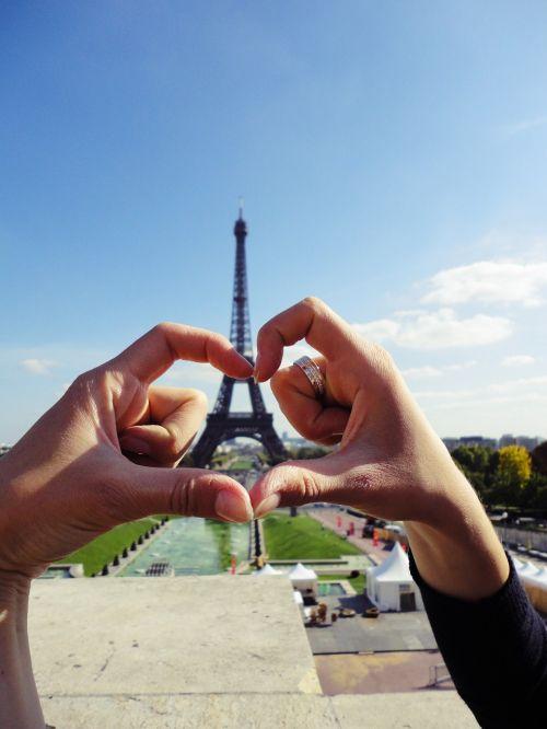 eiffel tower love hands