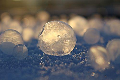 eiskristalle soap bubble frost globe