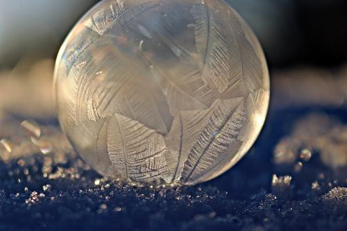 eiskristalle frozen ball
