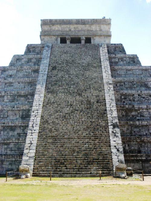 el-castillo chichen-itza mayan