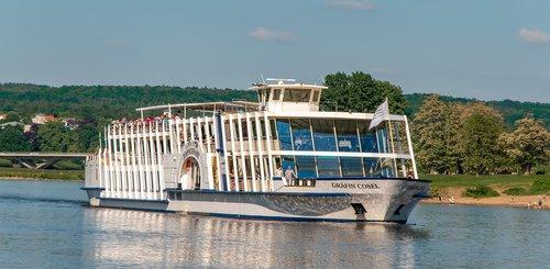 elbe  river  ship