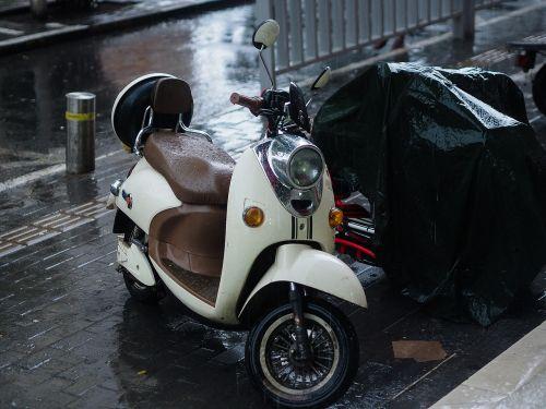 electric cars rain zhengzhou